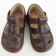 Твердый коричневый Squeaky Sandals Boy