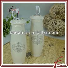 Botella de aceite de cocina de cerámica antigua con relieve