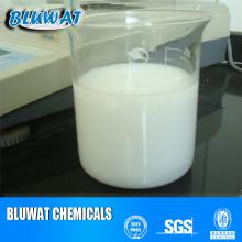 Emulsion de polyacrylamide cationique pour traitement des eaux usées huileuses