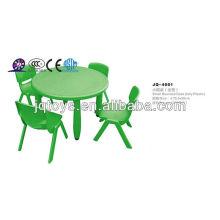 Mobiliário escolar Mesas e cadeiras plissadas de plástico