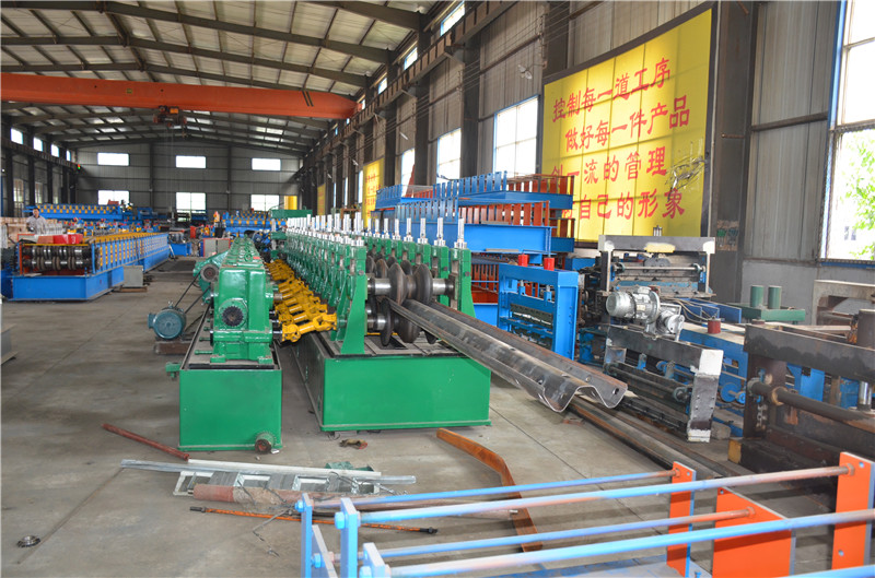 Highway Guardrail Lindungi Panel Roll Forming Machine