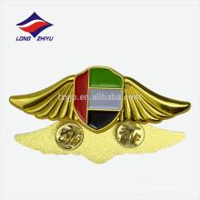 Gewohntes gedenkliches nationales UAE Flaggenmetallgoldabzeichen