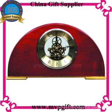 Relógio de madeira da tabela para o presente da promoção