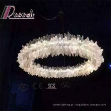 Uma lâmpada de pendente de cristal de pedra redonda para o projeto do hotel
