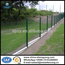 L'usine fournissent le PVC vert enduit soudé treillis métallique clôture / panneaux de clôture de jardin