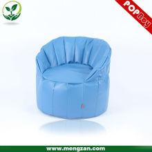 Кресло-кровать из лузги синего цвета;