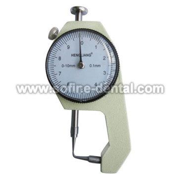 Dicke Measure Instrument zu biegen