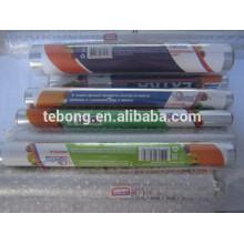 Petits rouleaux d'imprimés en aluminium à feuilles ménagères avec un couteau en métal ou en papier