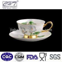 Tasses à café et soucoupe fines en porcelaine