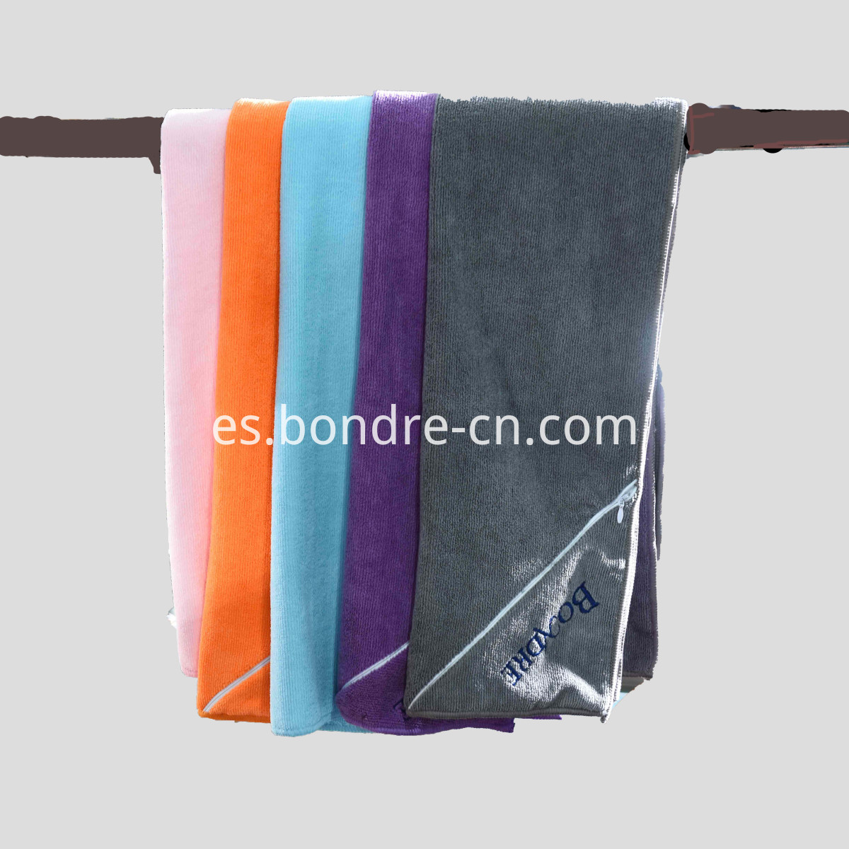 Microfiber Sports Towel With Pouch (1)