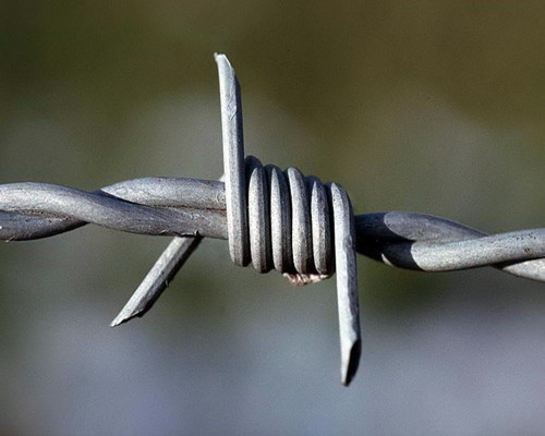 high quality PVC coated barbed wire
