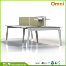 Table de meuble de bureau de style différent pour quatre personnes