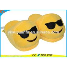 Hot Sell Novelty Design Cool Plüsch Emoji Pantoffel mit schwarzen Gläsern