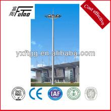 Grande poste de luzes ao ar livre