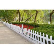 La cerca más fuerte y más bella del jardín del jardín / cerca de césped