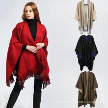 Novo estilo poncho 2017 inverno morno cor lisa mão malha mulheres moda poncho
