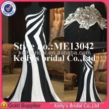 Nova moda de um ombro de listras verticais vestido vestido de dama de honra