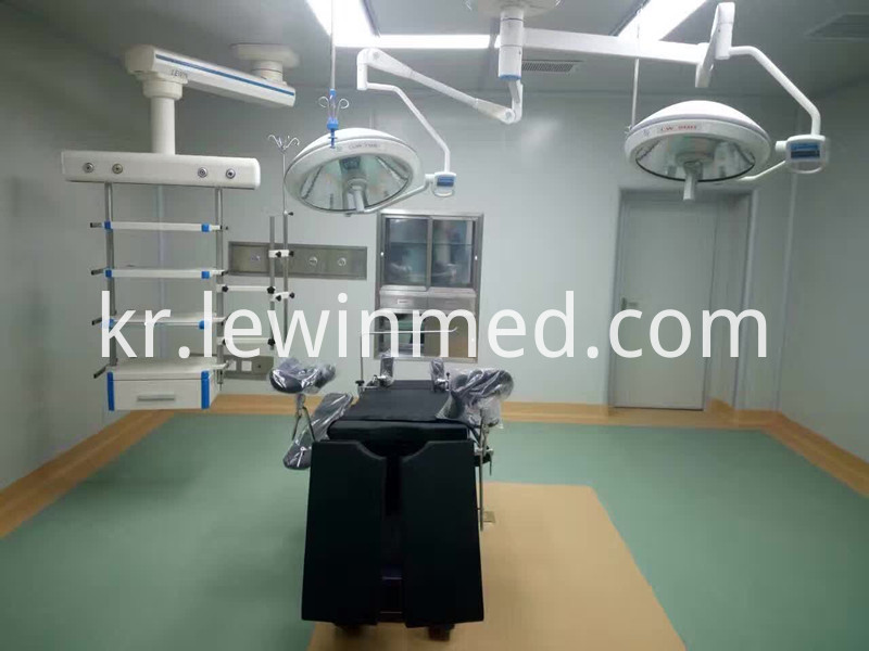 Operating room halogen lamp