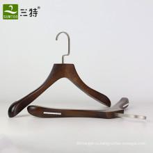 славная античная деревянная вешалка для одежды для магазина