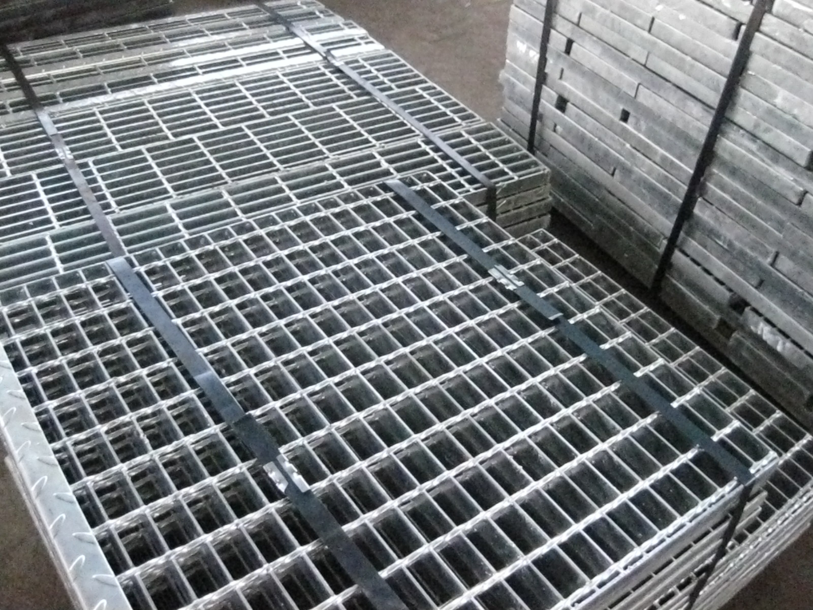 Galvanized Stair Tread Grating