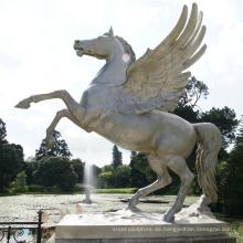 Hochwertiges Parkdekorations-Bronzepferd mit Flügelstatue