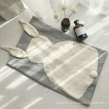 Crianças novas do estilo do INS que dormem as crianças do cobertor guardam o cobertor feito malha