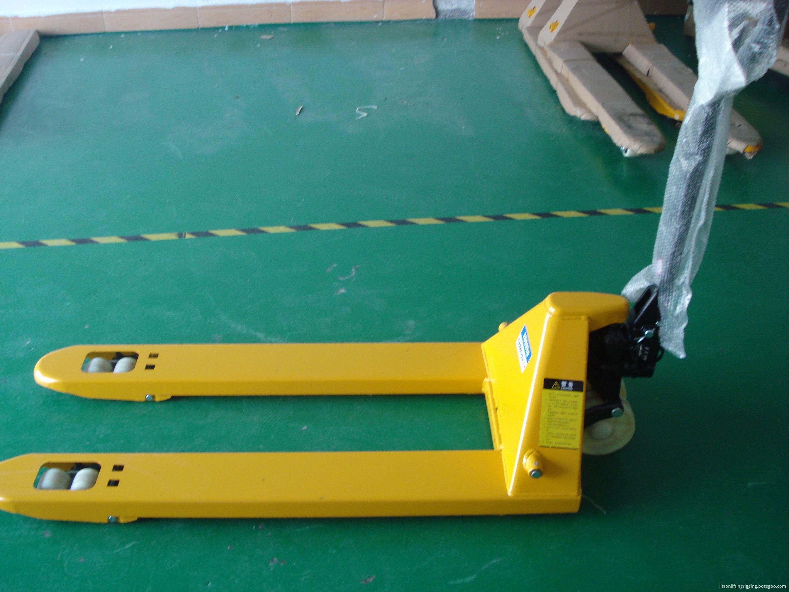 narrow pallet truck