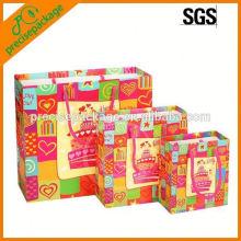 Laminierte Papier Geschenktüte für Geburtstag oder Weihnachten