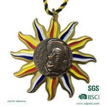 Metal dorado con medalla