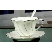 Tazas de café de cerámica con cuchara y bandeja para regalos