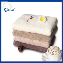 100% Hilado de algodón Twistless bordado toalla de cara