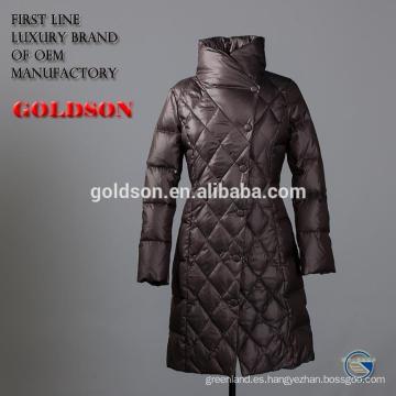 La última chaqueta larga femenina abajo con el corte de la manera y el collar del soporte
