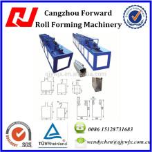 Rollos de persianas enrollables usados que forman la máquina