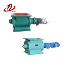 Para descarregar o pó de matéria-prima usado em airlock de válvula rotativa