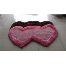 O tapete especial da forma com um ou dois coração