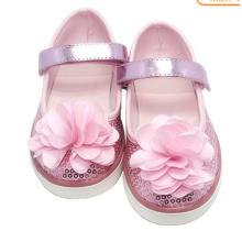 Kinder-Schuh aus Porzellan