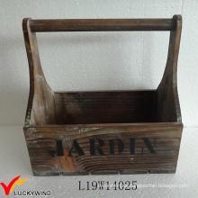 Pequeña cesta de madera hecha a mano del país