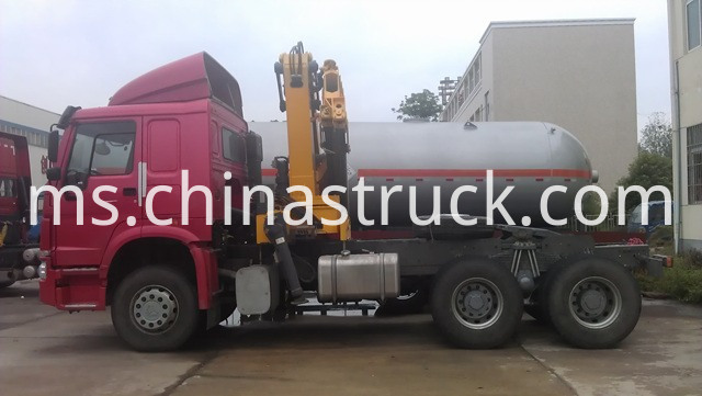 Howo Tractor Truck Mounted crane XCMG 12T