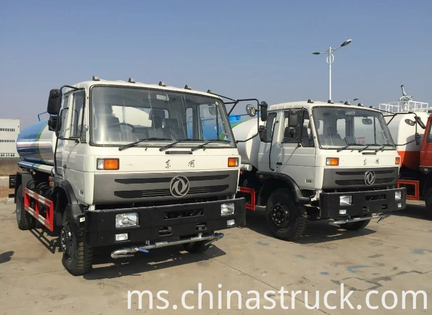 8000 liters water sprinkler truck