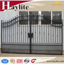 Puerta de la valla de hierro forjado automático decorativa de jardín de lujo ornamental calzada