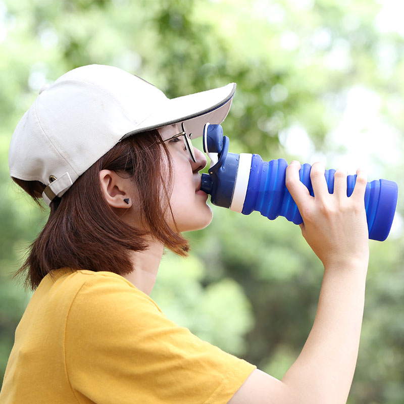Retractable silicone water bottle