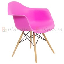 Eames Arm Chair con patas de madera