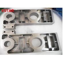 CNC que trabaja a máquina la pieza del acero inoxidable con la pieza complicada de alta calidad