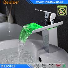 Robinet de lavabo LED de la température de lavabo léger de salle de bains