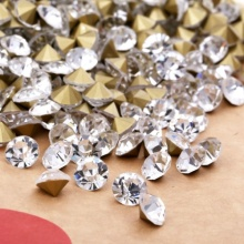 Venta por mayor diamantes de acrílico facetado para decoración