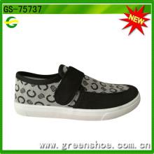 La venta caliente más nueva alrededor de los zapatos de los niños de la inyección del PVC del mundo