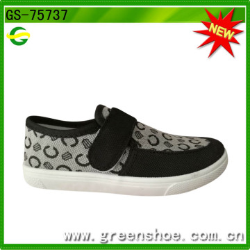 Newest Hot Sale Around World PVC Injection Kids Shoes