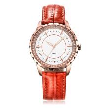 Montre-bracelet pour femme en cuir véritable de quatre couleurs