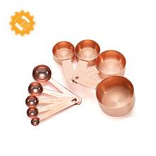 Conjunto de 9 taças em ouro rosa e conjunto de colheres