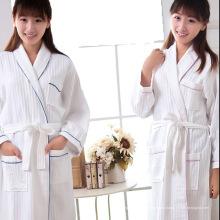 Fábrica de hotel de algodón suave traje de baño albornoces Wafle Albornoces (WSB-2016028)